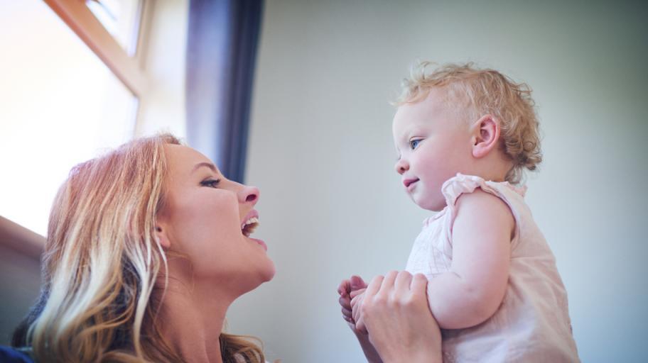 Кога бебетата започват да разпознават и да отговарят на името си?