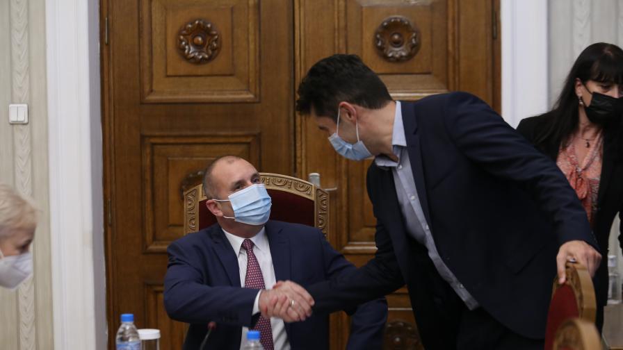 <p>Радев поиска КС да прекрати делото на Петков&nbsp;</p>