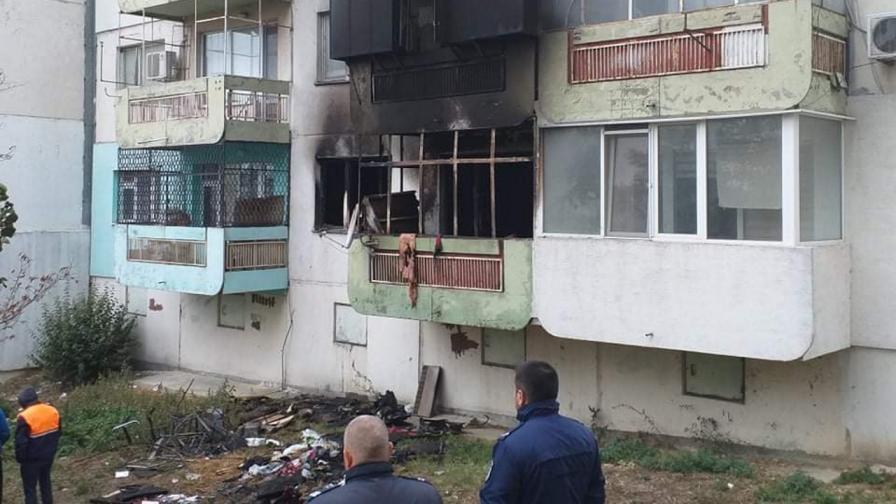 Опожареният апартамент, в който две невръстни деца загубиха живота си