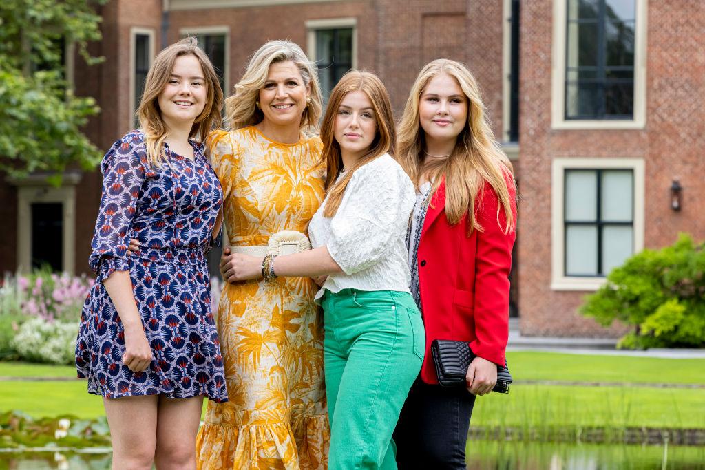 <p>На снимките: Крал Вилем-Александър, съпругата му Максима и децата им Катарина-Амалия, Алексия и Ариане.</p>