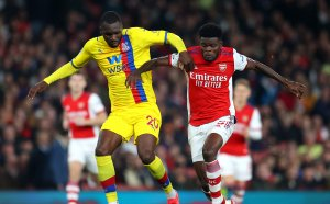 Лаказет спаси Арсенал в последните секунди