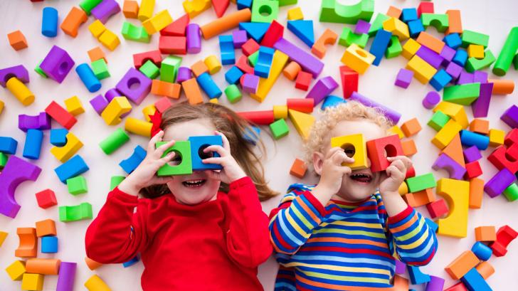 Забавни игри, които развиват усещането за цвят на детето