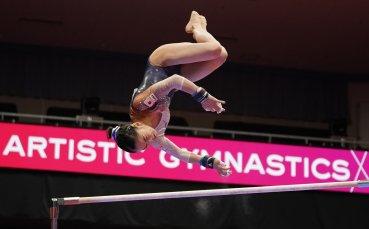 Гимнастичка се преби на световното първенство в Япония, откараха я с линейка