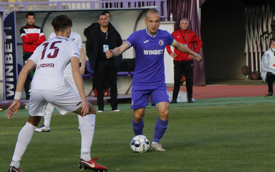 Отборите на Етър и Септември играят при резултат 2:1в мач