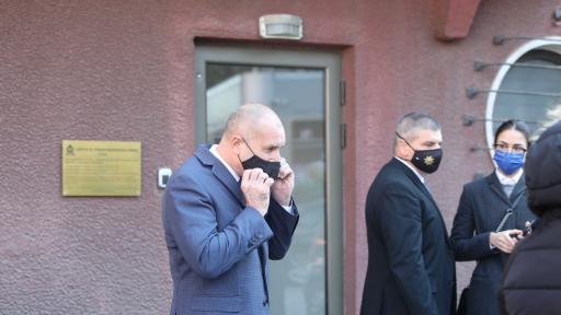 Румен Радев на посещение в Центъра за спешна медицинска помощ в София