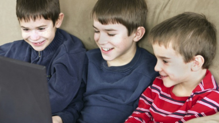 деца интернет