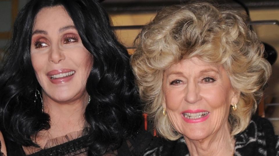Шер със своята майка Джорджия Холт, Лос Анджелис, ноември 2010 г.