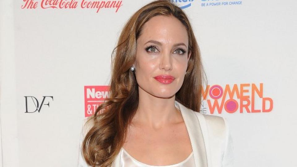 Анджелина Джоли с дипломатическа мисия