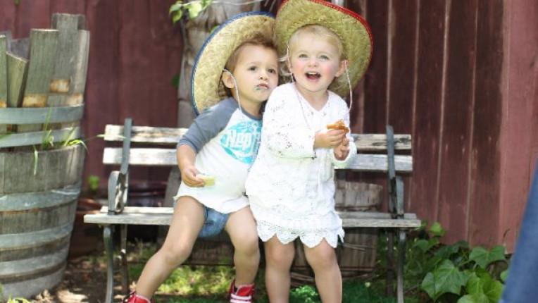 деца пелени памперс усмивки момче момиченце