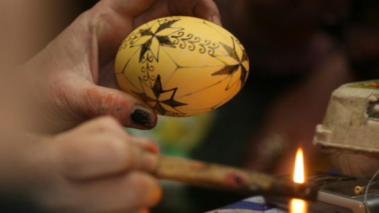 Великден изписване на яйца изложба Етнографски музей традиционна техника восък