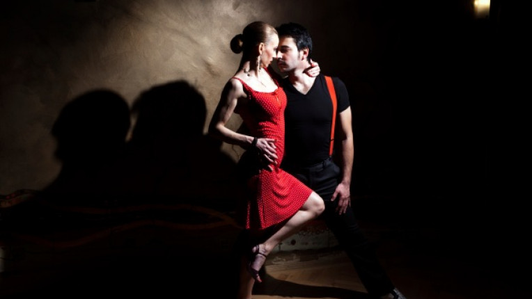 страст танци двойка салса интимност изневяра партньори порив секс спонтанност