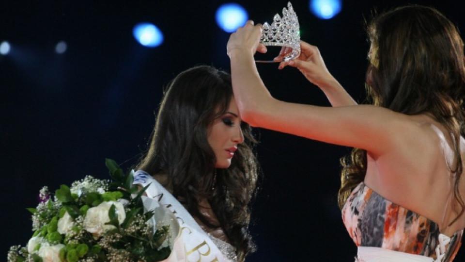 Коронясването на Мис България 2012 - Ина Манчева (на снимката).