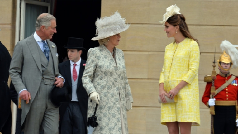 Кейт Мидълтън напреднала бременност кралица Елизабет II Бъкингамски дворец принц