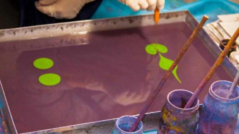 древна техника ебру рисунка бои смола естествени материали изкуство художници