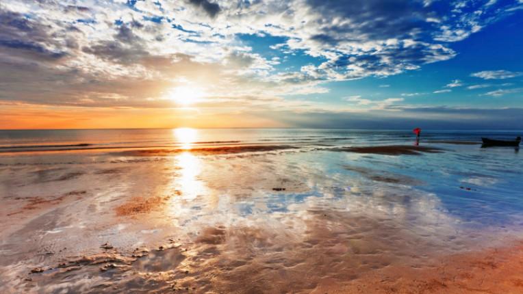 изгрев море