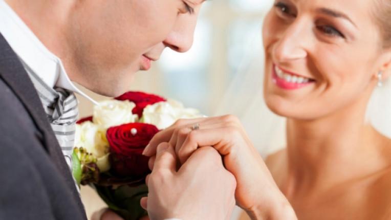 мъж жена уважение целувка любов