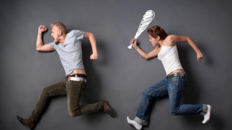 взаимоотношения караници спор домакинство телевизия партньори двойка мач емоции технологии