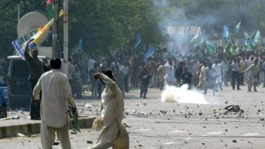 Размирици в Пакистан заради арест на опозиционен лидер