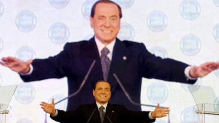 Берлускони по време на учредителния конгрес