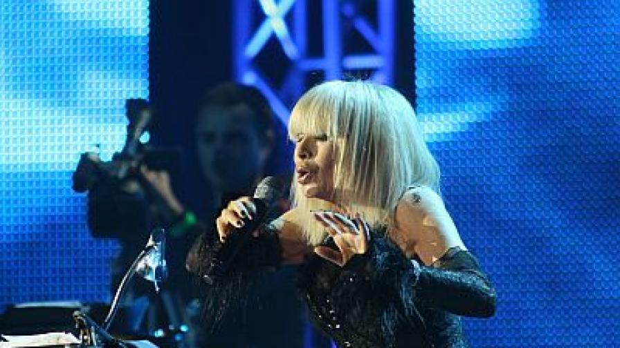 Лили Иванова пя на 12 и 13 ноември 2008 г. пред пълната зала 1 на НДК.
