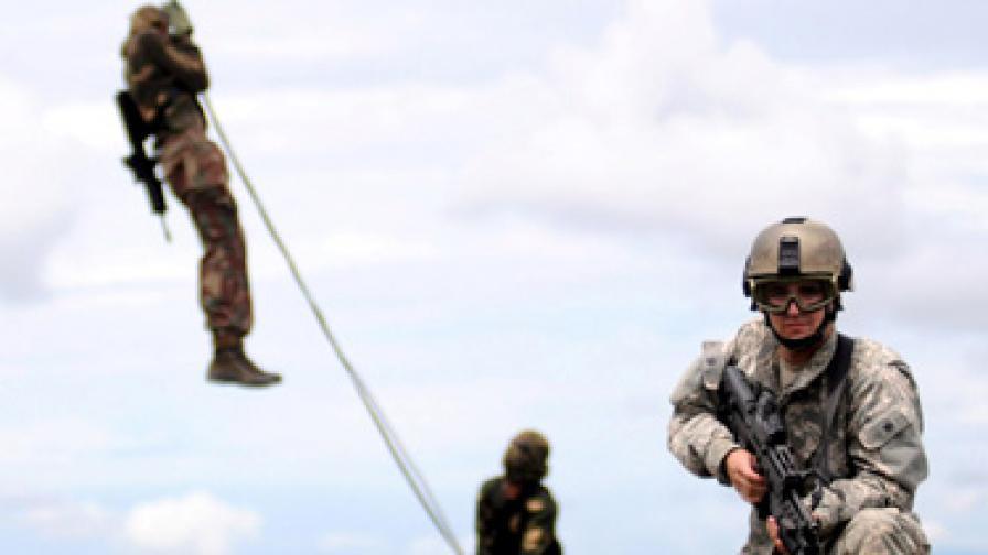 Над 100 вероятни цивилни жертви на операция срещу бунтовници в Афганистан