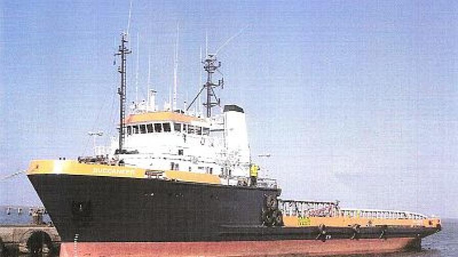 През април сомалийски пирати отвлякоха и италиански кораб