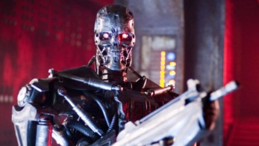 """В """"Терминатор 4"""" планетата се владее от роботите, а хората водят партизанска война срещу тях"""