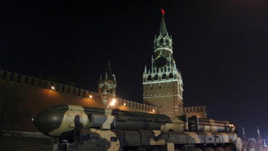 """Руски стратегически балистични ракети """"Топол"""" се по време на репетицията за Деня на победата 9 май"""