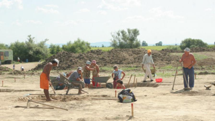 Първите заселници на Троя били от Момчилградско