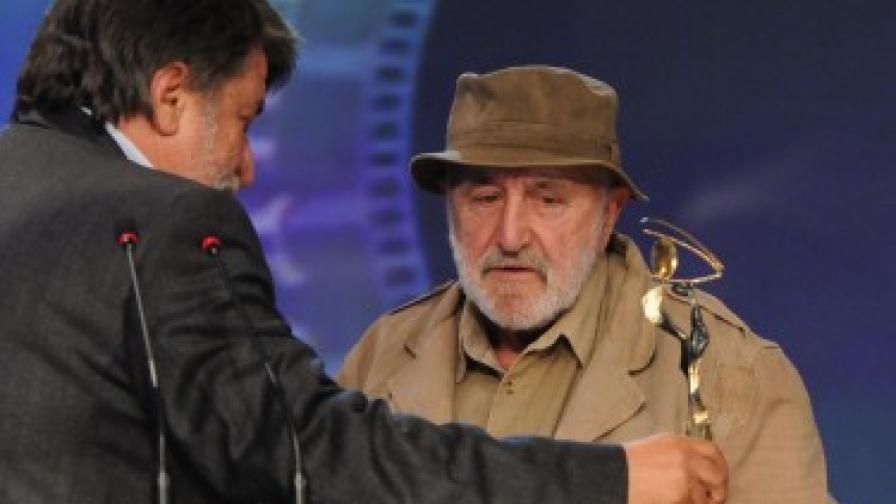 Министърът на културата Вежди Рашидов връчи почетната статуетка на Никола Корабов