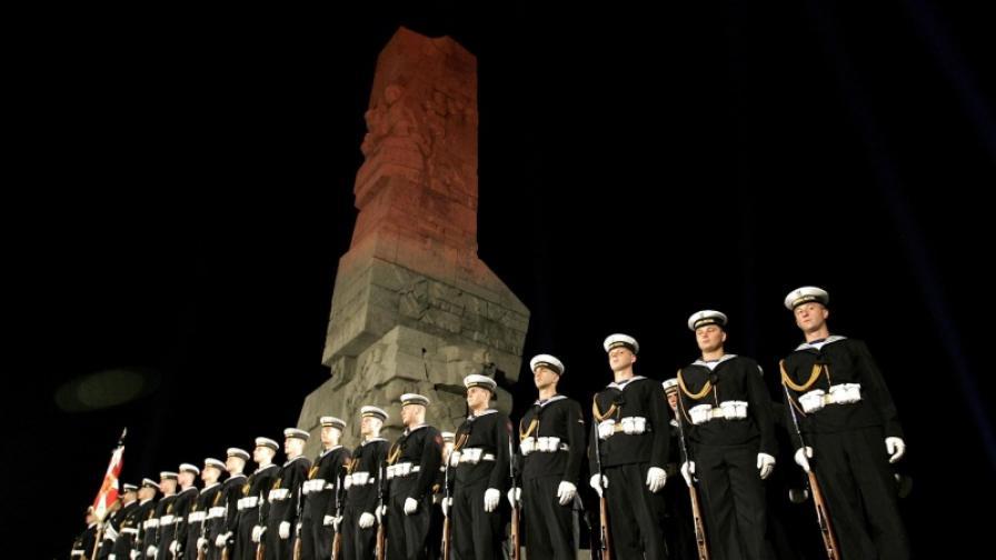 Възпоменателната церемония при паметника 'Героите на Вестерплате' се състоя преди изгрев слънце