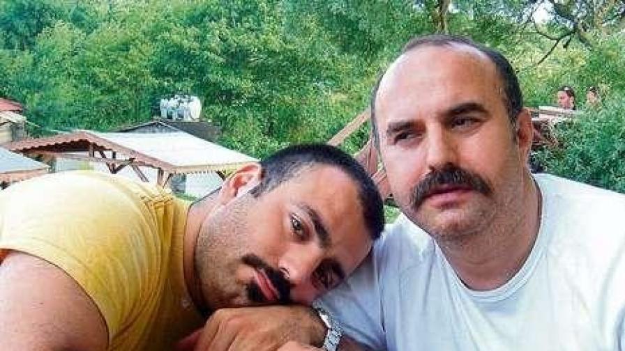 26-годишния Ахмет и 44-годишния Ибрахим през 2008 г. - няколко седмици преди Ахмет да бъде убит от баща си