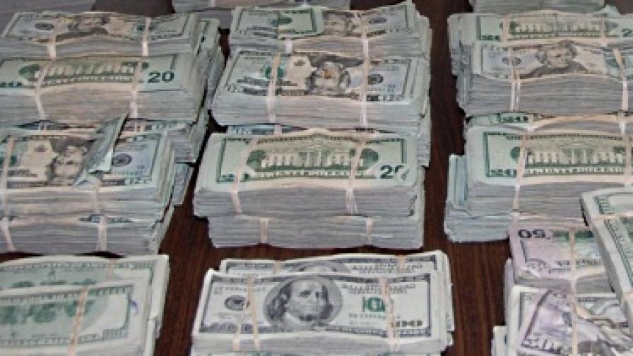 Рубини: Назрява нова криза заради евтиния долар