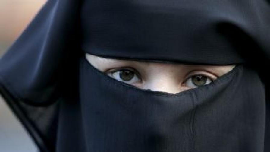 ЕС реши: Работодателите могат да забранят хиджаб