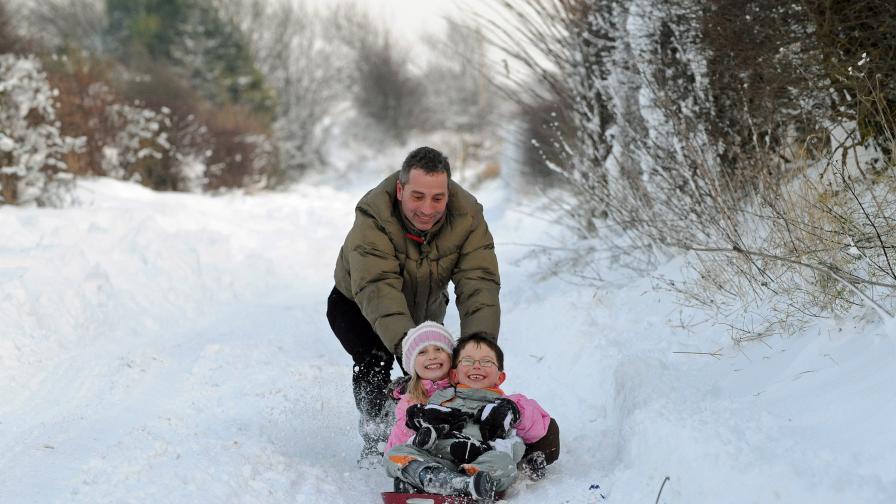 Студът може да бъде много коварен - особено за децата, увлечени в игри.