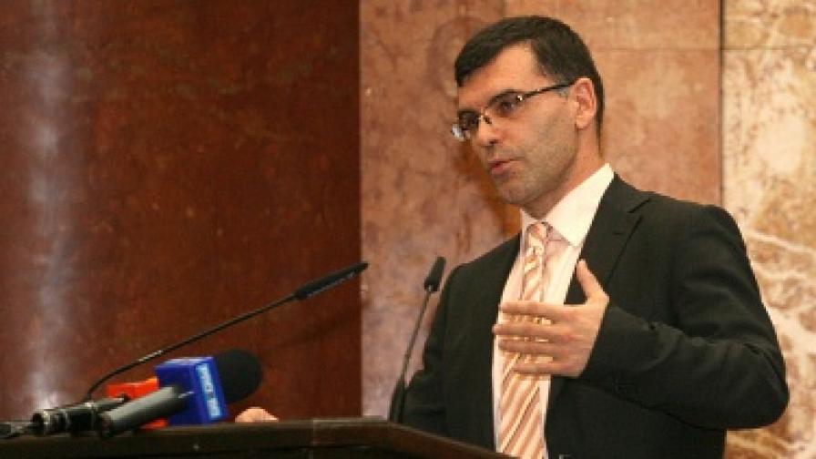 Дянков: Не се ли справя, ще подам оставка