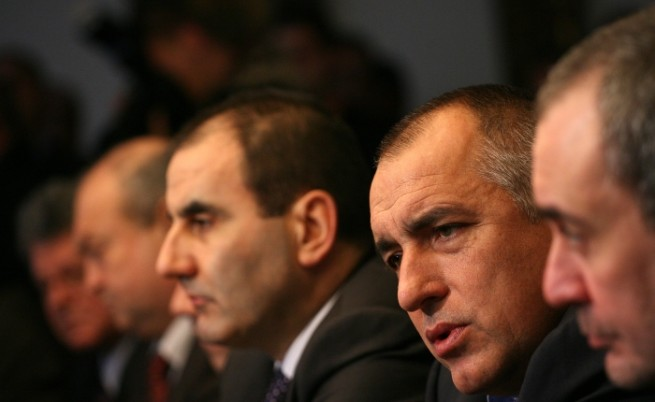 250-300 души тормозят България