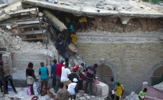 Хаити: Извадиха жива жена, прекарала седмица под руините