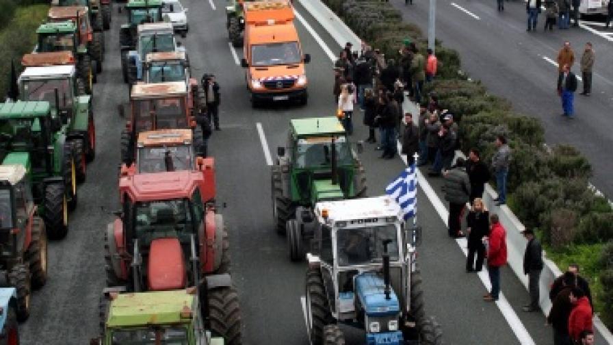 Гръцките фермери затягат хватката