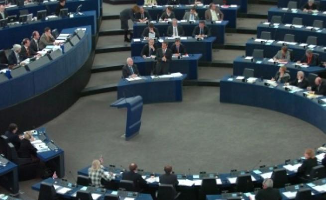 ЕП иска да сваля действащи комисари