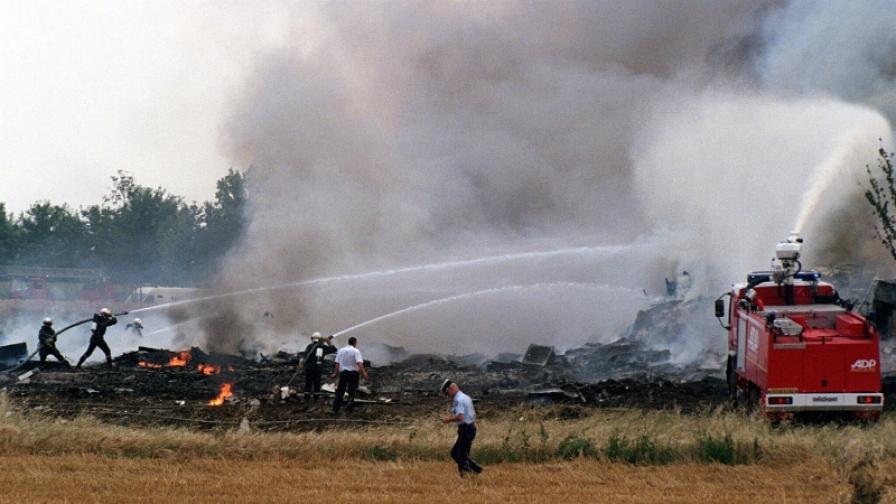 Архивна снимка от 25 юли 2000 г. показва мястото на падането на самолета