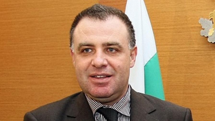 Земеделският министър се опроверга сам
