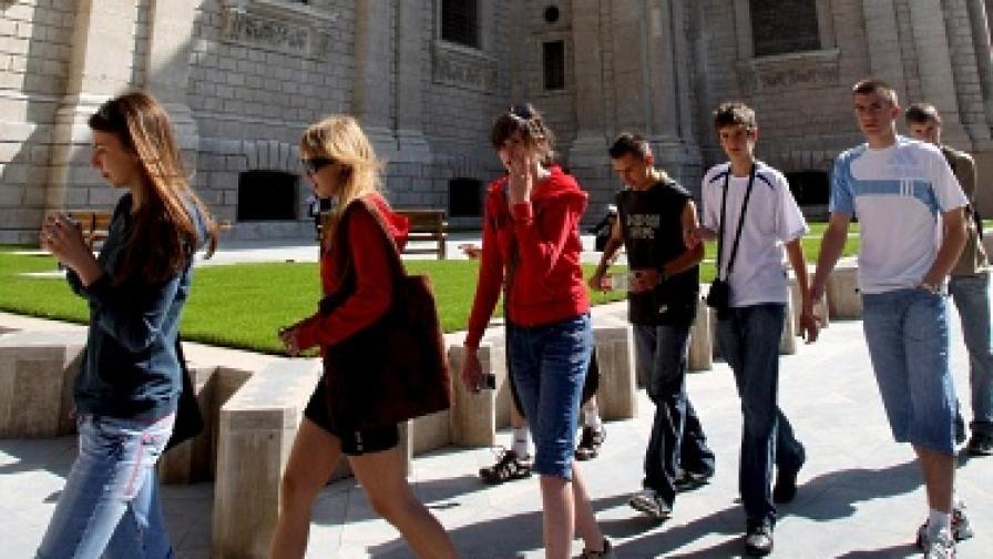 Ограничават визите за чужди студенти на Острова