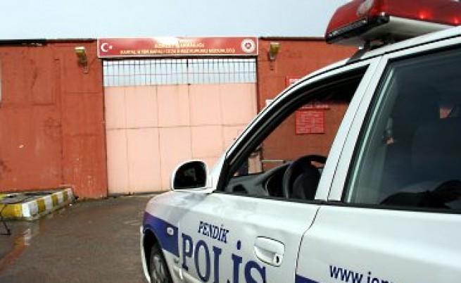Полицейска банда внасяла българки в Турция