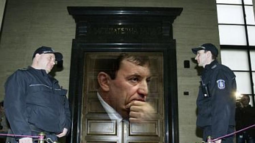 Алексей Петров остава в ареста, петима излизат