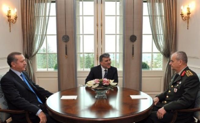 Тричасова среща на президент, премиер и шеф на армията в Турция