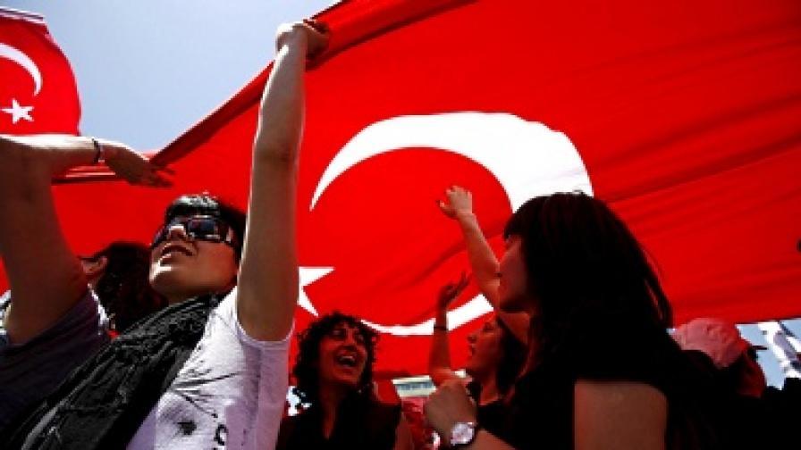 """""""Ройтерс"""": Разцеплението в Турция се задълбочава"""