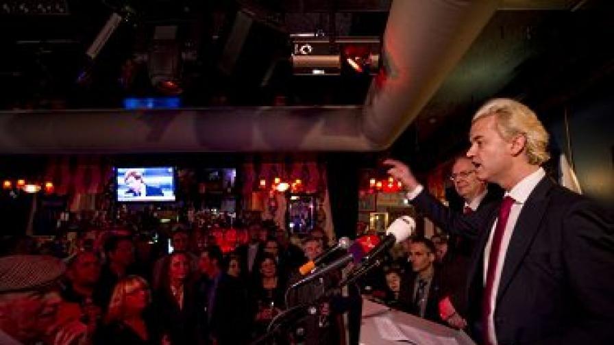 Герт Вилдерс изнася реч в Алмере след победата на партията му
