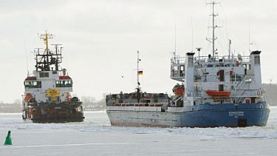 50 кораба блокирани в ледове край Швеция