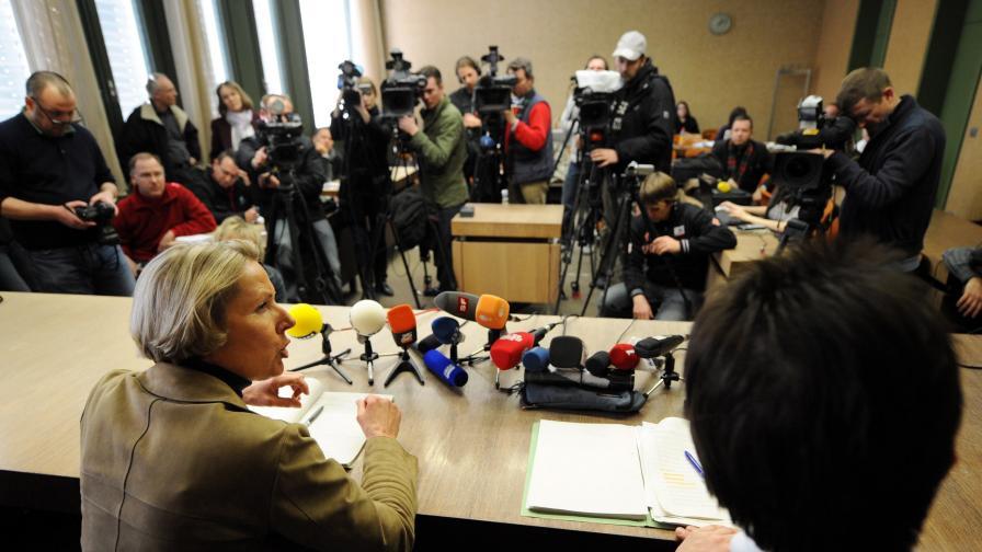 Процес срещу трима, били и български студент
